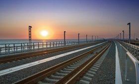 Киев пригрозил отреагировать на запуск поездов по Крымскому мосту