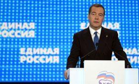 Медведев пригрозил исключать из ЕР за невнимание к жалобам от граждан