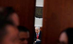 Премьеру Израиля предъявили обвинения по трем уголовным делам