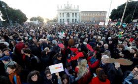 Десятки тысяч сторонников «сардин» вышли с протестом в Риме