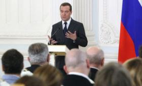Медведев назвал еще один фактор для отставки правительства