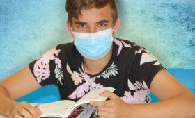 В Британии собрались преднамеренно заражать молодых людей коронавирусом