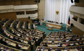 В Совфеде установили кабинки для дезинфекции сенаторов