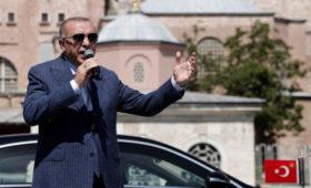 Эрдоган уволил главу Центробанка на фоне рекордного падения курса лиры