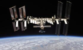 Борисов пообещал «не пропустить» снятый за госденьги фильм в космосе