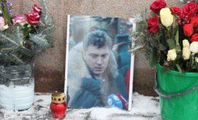 Мемориал на месте убийства Немцова снова разрушили