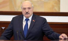 Лукашенко рассказал о «подпитке» антителами в «красных зонах»