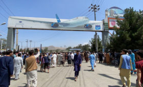 США отказались считать хаос в аэропорту Кабула провалом»/>