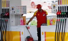 Shell предупредила о риске банкротства для части АЗС в России»/>